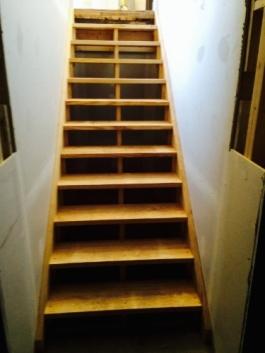 Beer-Man_Stairs_(375x500)