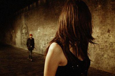 PAY-A-man-follows-a-young-girl-at-night